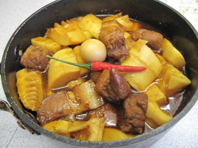 Cách thực hiện món thịt kho măng tại nhà đơn giản, dễ làm